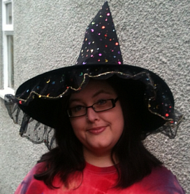 Jules in witchy hat